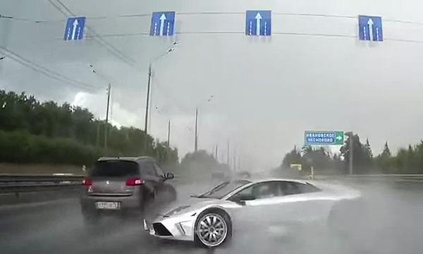 Russia Lamborghini Crash